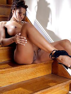 Big Tits Sexy Legs Pics