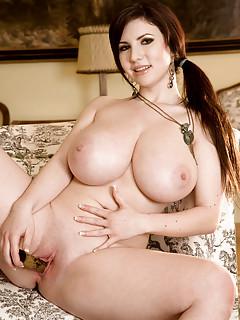 Big Tits Masturbating Pics