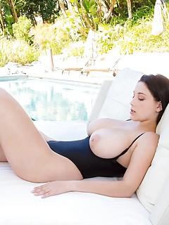 Big Tits in Pool Pics