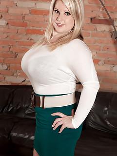 Big Tits in Skirt Pics